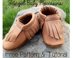 Craft Gossip - http://sewing.craftgossip.com/free-pattern-fringed-baby-moccasins/2015/03/16/