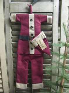Primitive Christmas, Apron, Fashion, Moda, Fashion Styles, Prim Christmas, Fashion Illustrations, Vintage Christmas, Aprons
