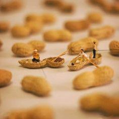 Miniature Calendar by Tanaka Tatsuya Still Life Photography, Creative Photography, Art Photography, Conceptual Photography, Miniature Calendar, Miniature Photography, Tiny World, Mini Things, People Art