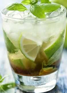 The best classic Mojito recipe. Very popular rum-based Mojito. An excellent choice for a hot summer day! Cocktail Drinks, Cocktail Recipes, Mojito Drink, Mint Simple Syrup, Easy Recipes, Cooking Recipes, Smoothie Recipes With Yogurt, Mojito Recipe, Magic Recipe