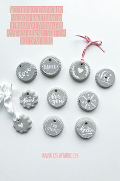 Beton Deko DIY – 3 super einfache und schnelle Ideen – CreaFabric Concrete Deco DIY – beautiful tags for gifts or at Christmas time Ideas Scrapbook, Concrete Crafts, Home And Deco, Diy Weihnachten, Super Simple, Diy Crafts To Sell, Diy Beauty, Diy Art, Christmas Diy
