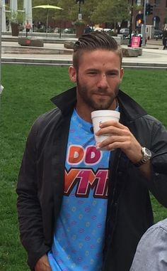 at Dunkin Donut Tyme with Julian Edelman Patriots Julian Edelman, Danny Amendola, Nfl Football Players, New England Patriots Football, Babe, Sport Man, Good Looking Men, Perfect Man, Cute Guys