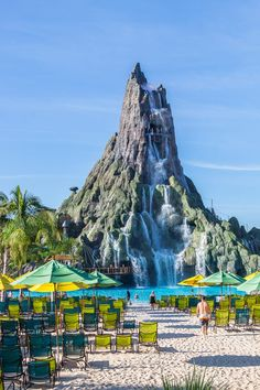 Looking for Volcano Bay Orlando tips? Check out this guide for tips on the best slides, tickets to purchase, things to pack for your visit to this water park. Don't visit Orlando and Volcano Bay before reading this guide! Orlando Parks, Orlando Florida, Visit Orlando, Orlando Travel, Orlando Resorts, Orlando Disney, Disneyland Orlando, Family Vacation Destinations, Florida Vacation