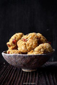 Ciasteczka owsiane z migdałami i wiórkami kokosa