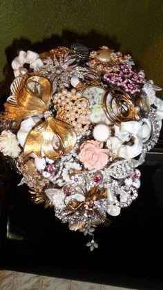 Amanda Jane Heer created this beautiful Vintage Brooch Bouquet
