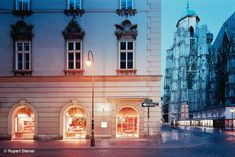 #MANNER am #Stephansplatz Flagship Store – BEHF Architects develops a sleek and #modern look for a #flagshipstore, while retaining the essence of #company's #tradition – Vienna, Austria, 2004 - Photograph by Rupert Steiner