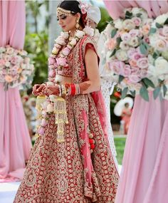 Indian bridal party outfits mehndi ideas for 2019 Indian Bridal Party, Big Fat Indian Wedding, Indian Bridal Wear, Indian Wear, Indian Weddings, Indian Suits, Pink Lehenga, Bridal Lehenga, Wedding Lehnga