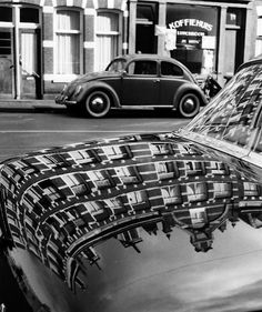 Reflections on a car in Amsterdam (ca. 1950, by Dirk de Herder)