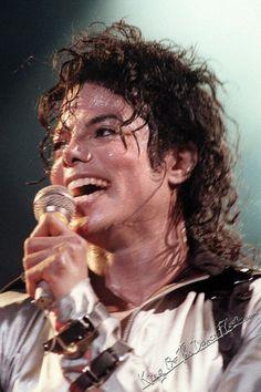 Michael Jackson-a new favorite :) Janet Jackson, Michael Jackson Bad Era, Beautiful Person, Beautiful Smile, Beautiful Pictures, Invincible Michael Jackson, Gary Indiana, John Abraham, Idole