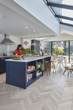 a Victorian mid terrace gets a striking open plan kitchen extension Real Homes Kitchen Room Design, Modern Kitchen Design, Home Decor Kitchen, Interior Design Kitchen, Kitchen Ideas, Kitchen Planning, Country Kitchen, Navy Kitchen, Modern Kitchen Interiors