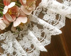 White Bridal Scollaped Lace Trim with Embroidered Daisy Flowers