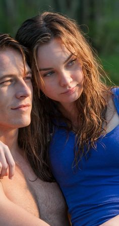 Luke Brace and Liana Liberato as Young Dawson & Young Amanda in The Best of Me Movie Couples, Cute Couples, Galveston, Romantic Movie Scenes, Nicholas Sparks Movies, Luke Bracey, Disney Channel, Liana Liberato, The Spectacular Now