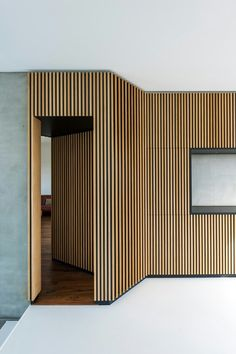 floor color to match the wall behind board paneling+raise floor 4 Wood Slat Wall, Wall Clock Wooden, Raised Panel Walls, Home Room Design, House Design, Interior Walls, Interior Design, Wood Wall Design, Timber Cladding