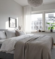 I like the vibe of this Swedish home. It's decorated in a very subtile and minimal way, yet is not too minimal so it still has a very cozy atmosphere. The interior consists out of many textiles and art prints, … Continue reading → Small Room Bedroom, Cozy Bedroom, Dream Bedroom, Home Decor Bedroom, Bedroom Furniture, Minimal Bedroom, Minimal Home, Futon Bed, Lets Stay Home