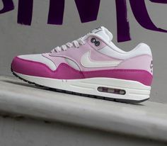 The collocation of the color is pretty. #2014airmaxstores #nikeshoes