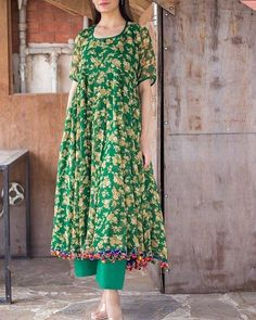 About Class in floral kurta pajama Pakistani Formal Dresses, Pakistani Fashion Casual, Pakistani Dress Design, Pakistani Outfits, Ethnic Fashion, Indian Dresses, Indian Outfits, Indian Fashion, Frock Fashion