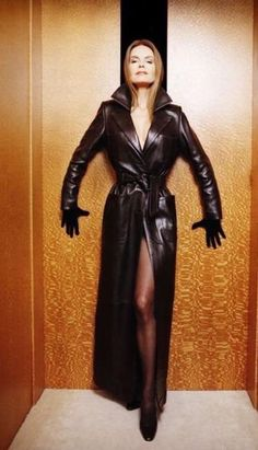 Long Leather Coat, Leather Gloves, Black Leather, Leather Skirt, Alpha Female, Fashion Story, Elegant Outfit, Sophisticated Style, Lady