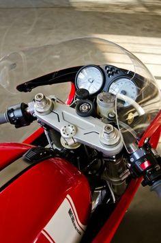 Caferacer, Motorräder und anders Spielzeug für Männer