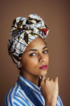 <p><strong>Turban flexible facile à enfiler et à attacher en pagne africain .</strong></p><p>Impossible de faire plus simple ! Le système d'attache ultra malin d...