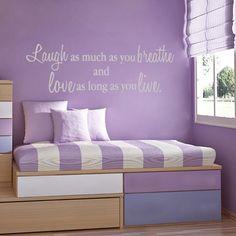 Decorar con letras: 'Ríe tanto como respiras y ama mientras vivas'