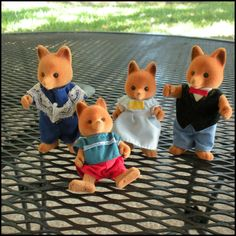 Vintage Toys Maple Town Fox Family 1980s - i had the foxes and the rabbits and the bedroom and kitchen/dining furniture too!