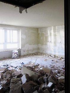 1. Obergeschoss während des Umbaus Shag Rug, Home Decor, Blue Houses, Narrow Rooms, Home Technology, Shaggy Rug, Homemade Home Decor, Carpet, Decoration Home
