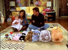 Monica: Now another way to organise your stuffed animals, is by size. Chandler: I'm sorry, is this a game for Emma or for Monica? - FRIENDS and Lil Emma Friends Cast, Friends Moments, Friends Series, Friends Show, Friends Forever, Monica Friends, I Love My Friends, Best Tv Shows, Best Shows Ever
