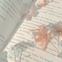 Find images and videos about aesthetic, flowers and pastel on We Heart It - the app to get lost in what you love. Peach Aesthetic, Aesthetic Themes, Flower Aesthetic, Aesthetic Photo, Aesthetic Pictures, Aesthetic Grunge, Applis Photo, Aesthetic Wallpapers, Wall Collage