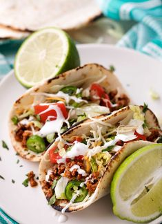 Have dinner ready to go when you come home with these crockpot beef tacos! The taco meat is slow simmered and incredibly tender and juicy! Crockpot Beef Tacos, Crock Pot Tacos, Crockpot Ideas, Buffalo Chicken Tacos, Lime Chicken Tacos, Tasty Tacos Recipe, Beef Recipes, Chicken Recipes, Spicy Baked Chicken