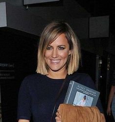 New Trend Blunt Bob Haircut Pictures Wanna look really stylish and modern? Blunt bob haircut is a great option especially for straight or wavy hair. Heavy layering is out nowadays and blunt cuts. Blunt Bob Haircuts, Bob Haircuts For Women, Short Bob Hairstyles, Short Blunt Haircut, Haircut Bob, Hairstyles 2018, Medium Bob Haircuts, Bobbed Haircuts, Blunt Bangs
