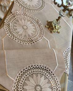 """Altınmakas Tekstil & Tasarım on Instagram: """"✨SALON TAKIMI✨ Bilgi almak için DM ❌ sadece arayın. ☎️05392852875 İşlemeler size aittir.  #çeyizlistesi #çeyiz #düğünhazırlıkları #dantel…"""" Lace Doilies, Crochet Doilies, Hand Crochet, Crochet Lace, Crochet Borders, Crochet Patterns, Glasses For Round Faces, Rustic Table Runners, Lace Runner"""