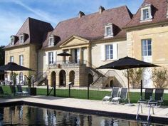 Château Les Merles (****) ALDO MARCELLO FOULY has just reviewed the hotel Château Les Merles in Mouleydier - France #Hotel #Mouleydier