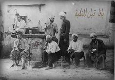 رجال في مقهى يافا، فلسطين قبل ١٩٤٨  Men in a cafe Jaffa, Palestine Before 1948  Hombres en un café Jaffa, Palestina Antes de 1948