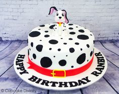 50 Most Beautiful looking 101 Dalmatians Cake Design that you can make or get it made on the coming birthday. Dalmatian Party, Puppy Party, Cake Designs Images, Cool Cake Designs, Sweet Sixteen Cakes, Puppy Cake, The Mindy Project, Dog Cakes, Disney Cakes