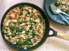 Paradicsomos, spenótos, csirkés egytálétel Iron Pan, Minion, Paella, Macaroni And Cheese, Food And Drink, Ethnic Recipes, Kitchen, Mac And Cheese, Cooking