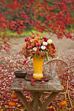 Fall Foliage Inspired Outdoor Tablescape !