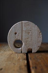 Elephant card holder in travertine www.ateliersolarshop.be