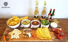 Nachos, Party Food Platters, Burritos, Sour Cream, Time To Eat, Quesadilla, Tex Mex, Finger Foods, Guacamole