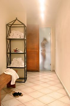 A day spa located opposite of Delos. Offers all-natural treatments, relaxing massages & facials