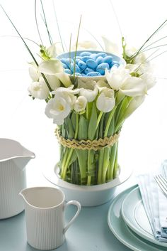 Photos with beachy Santa Display Ideas | Every spring event needs a floral flourish, and this one for Easter is ...