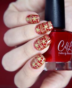 Review | Born Pretty Store BPL-032.  A glitter sandwich using Colors by llarowe Devilish (Winter 2015 Jellies & Crellies),  Models Own Disco Heaven (2 coats of CbL 3 coats of MO). Stamped snowflake pattern with Mundo de Unas Gold. Nail art by Glitterfingersss.