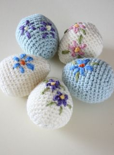 Pretty amigurumi Easter eggs. Free crochet pattern.