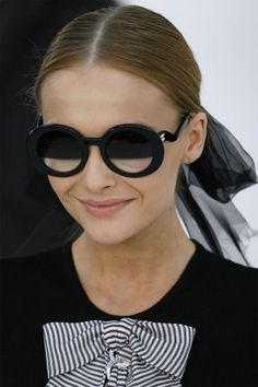 """c3352af0fa cosas-bellas  """" the-fashion-cafe  """" """" Snejana Onopka Chanel Spring Summer  2007 Bitch Smile """" I keep loving those sunglasses"""" Snej couldn t do a real  smile ..."""