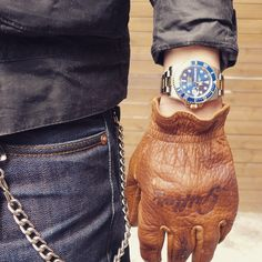 Whether riding a custom built cafe racer, or a scrambler or a tracker, one of the most important pieces of motorcycling apparel are gloves. They offer Indian Motorcycle Apparel, Motorcycle Style, Motorcycle Outfit, Bobber Motorcycle, Biker Style, Leather Motorcycle Gloves, Leather Work Gloves, Iron And Resin, Vespa