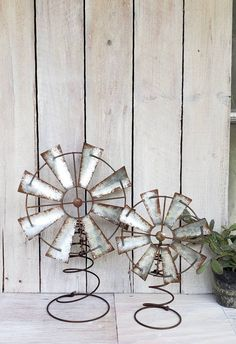 Farmhouse Windmill Home Decor Re-purposed Bed Spring,Windmill Tabletop or Christmas Tree Topper Rustic Christmas Large Topper Ready to Ship – Farmhouse Decor Flowers Bed Spring Crafts, Spring Projects, Spring Art, Old Bed Springs, Mattress Springs, Country Christmas, White Christmas, Christmas Crafts, Christmas Tree Themes