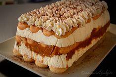 prajitura cu crema de iaurt cu blat din piscoturi, prajitura fara coacere, prajitura din piscoturi, prajitura cu nuci caramelizate