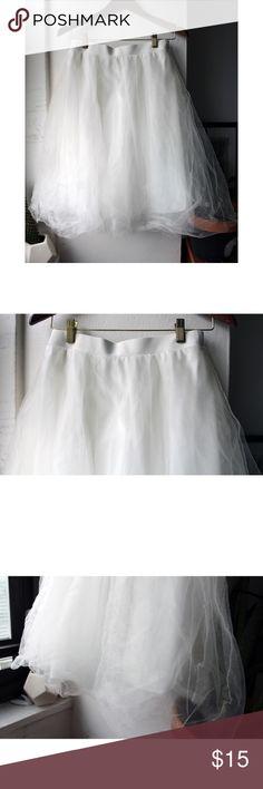 White Charlotte Russe Tulle Skirt White Charlotte Russe tulle skirt.  Used only twice.  Size Medium. Charlotte Russe Skirts Midi
