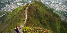This 4,000-Step 'Stairway To Heaven' In Hawaii Is Illegal, But A Must-Visit (Photos) Haiku Stairs