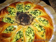 Пирог со шпинатом, творогом и брынзой