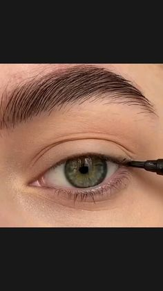 Eyeliner For Small Eyes, Makeup For Small Eyes, Eyeliner For Hooded Eyes, Eyeliner Looks, Simple Makeup, How To Do Winged Eyeliner, Eyeliner For Almond Eyes, Hooded Eye Makeup, Natural Eyeliner Tutorial
